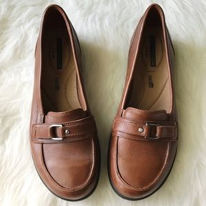 Clarks soft sole brown slip on shoes Sz 8.5